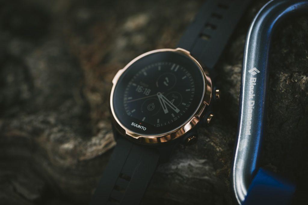アルマーニの時計の値段が安い理由はこうだった!!人気時計を買うなら通販かアウトレットがおすすめ!